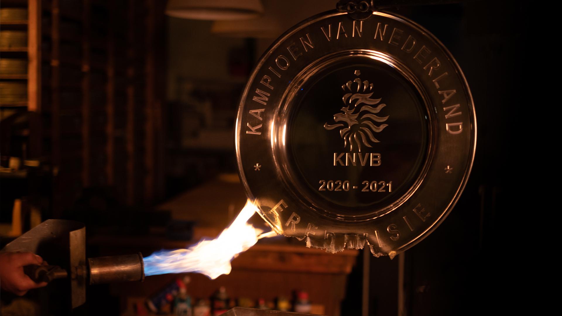 L'Ajax fait fondre son trophée